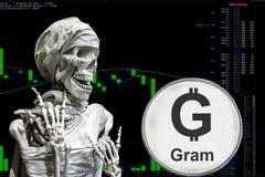 TONELADA y skeletonon del cryptocurrency de la moneda una carta del fondo imagenes de archivo