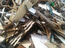 Toneladas de madera recicladas imagen de archivo