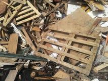 Toneladas de madera recicladas fotos de archivo