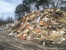 Toneladas de madera recicladas imagen de archivo libre de regalías