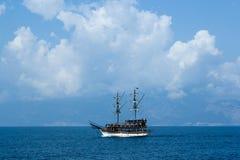 Tonelyschip bij Middellandse Zee Blauwe overzees stock afbeelding