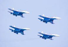 Tonen de Russische Ridders van het Aerobaticteam in Aero India 2013 Royalty-vrije Stock Foto's