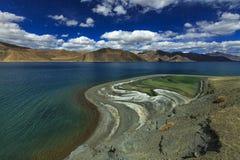 Toner av Pangong sjön arkivbilder