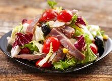 tonfisk för främre sallad för fokus selektiv arkivfoto