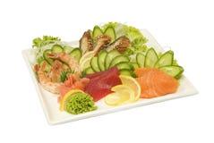 Tonfisk och räka för lax för Sashimiålsushi med grönsaker Royaltyfri Fotografi