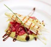 Tonfiskcarpaccioen med potatisen mosar Royaltyfria Bilder