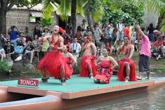 Tonga taniec przy kajakowym widowiskiem fotografia royalty free