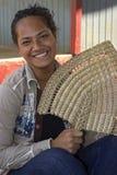Tongansk flicka med en fan Arkivfoton