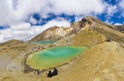 Tongariro, das Emerald Lakes kreuzt Stockbild