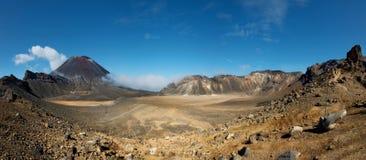 Tongariro Nova Zelândia de cruzamento alpina Fotos de Stock