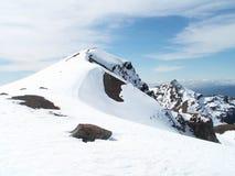 Tongariro snöig berg Arkivfoton
