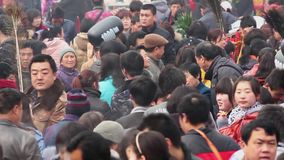 Tongchuan Κίνα 26 Φεβρουαρίου 2012: Πλήθος στο Θεό της έκθεσης ναών φαρμάκων κατά τη διάρκεια του κινεζικού φεστιβάλ άνοιξη, φιλμ μικρού μήκους