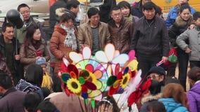 TONGCHUAN ΚΙΝΑ 26 Φεβρουαρίου 2012: Πλήθος στο Θεό της έκθεσης ναών φαρμάκων κατά τη διάρκεια του κινεζικού φεστιβάλ άνοιξη, απόθεμα βίντεο
