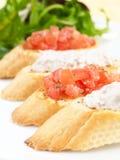Tonijn en tomaat Buschetta Royalty-vrije Stock Afbeeldingen