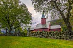 Tonjum, Noorwegen - Mei 14, 2017: Rode kerk van Tonjum-dorp, noch royalty-vrije stock fotografie