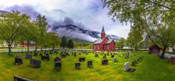 Tonjum, Noorwegen - Mei 14, 2017: Rode kerk van Tonjum-dorp, noch stock foto's
