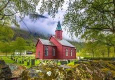 Tonjum, Noorwegen - Mei 14, 2017: Rode kerk van Tonjum-dorp, noch royalty-vrije stock foto's