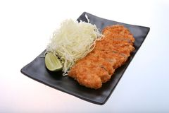 Tonkatsu - зажаренный цыпленок котлеты с овощем Стоковое фото RF