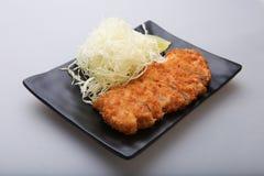 Tonkatsu - зажаренный цыпленок котлеты с овощем Стоковое Изображение