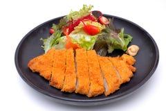 Tonkatsu, costoleta japonesa da carne de porco na sagacidade branca do fundo Fotos de Stock Royalty Free