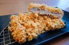 Tonkatsu eller japansk frasig djup stekt grisköttkotlett Fotografering för Bildbyråer