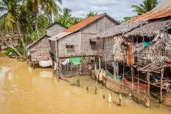Tonle树汁湖的,柬埔寨典型的议院 免版税库存图片