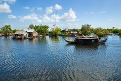 柬埔寨湖树汁tonle 免版税图库摄影