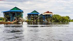 Tonle Aprosza jezioro, wioska zdjęcia stock