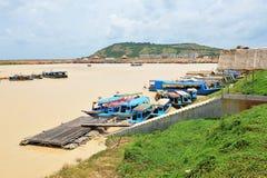 Tonle Sap湖小船跳船 库存照片