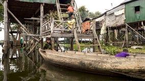 Tonle Sap See Lokale Leute lizenzfreie stockfotos