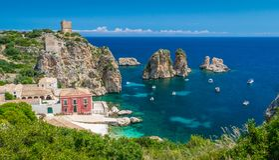 Tonnara二的斯科佩洛,特拉帕尼,西西里岛省惊人的全景  免版税图库摄影