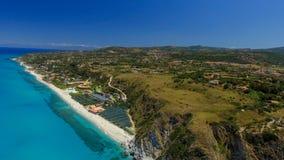 Tonnarastrand och Scoglio Ulivo, Calabria från luften Royaltyfri Bild