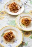 Tonnarelli d'oeufs à la sauce tomate photo stock