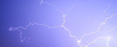 Tonne sous moi au ciel nocturne photo stock