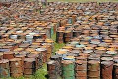 Tonneaux à huile rouillés Images libres de droits