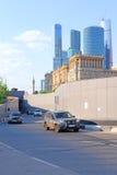 tonnel sur la troisième route d'anneau (Tretiye Koltso) à un centre de Moscou Images libres de droits