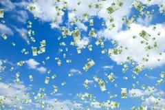 Tonnes de cents euro factures flottant dans le ciel Image stock