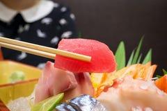 Tonno in bastoncini con l'insieme giapponese del sashimi Fotografia Stock