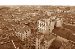 Tono de la sepia de la arquitectura del vintage y el paisaje urbano de Verona Old Town Foto de archivo