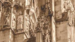 Tono de la sepia de la escultura de la fachada de la iglesia de monasterio de York Fotos de archivo libres de regalías
