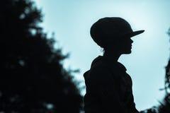 Tono del blu di profilo del primo piano del cappello della ragazza Immagini Stock