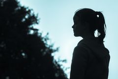 Tono del blu di profilo del primo piano della ragazza Fotografia Stock Libera da Diritti