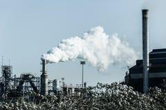 Tono di freddo del silos del fumaiolo della fabbrica Fotografia Stock