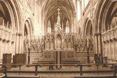 Tono di seppia di HDR di altar maggiore della cattedrale di Lichfield Fotografie Stock