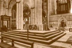 Tono di seppia di HDR di vista laterale dell'altare di York Minster Fotografie Stock Libere da Diritti