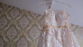 Tono en colores pastel del vestido de marfil del cordón para la muchacha Vestido weddding del blanco hermoso listo para la novia  metrajes
