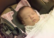 Tono en colores pastel el dormir femenino tailandés asiático del bebé Imágenes de archivo libres de regalías