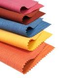 Tono multicolore del campione del tessuto su bianco fotografie stock libere da diritti