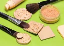 Tono y tez de piel de los productos de maquillaje incluso hacia fuera Foto de archivo libre de regalías