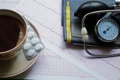 Tonometer, café e ECG Fotografia de Stock Royalty Free